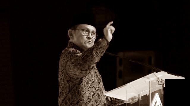 Biografi Lengkap Bacharuddin Jusuf Habibie