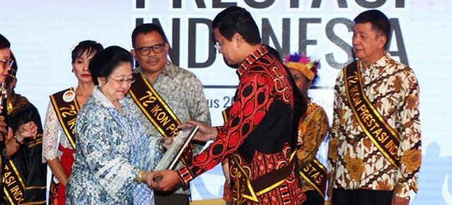 Profil Prestasi Megawati dan Kekasihnya serta Agama yang Dianut