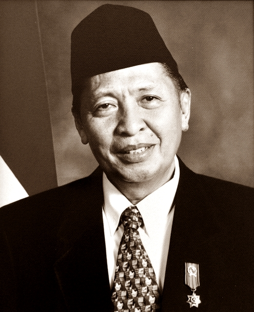 Biodata Hamzah Haz sebagai Wakil Presiden RI dan Profil Biografi Lengkap Mengenai Riwayat Pendidikan dan Kariernya
